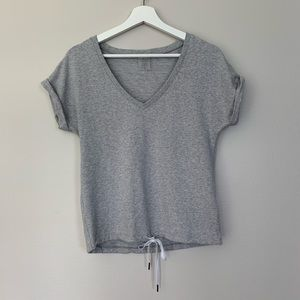 Calia by Carrie Underwood | V-neck | Grey | Small